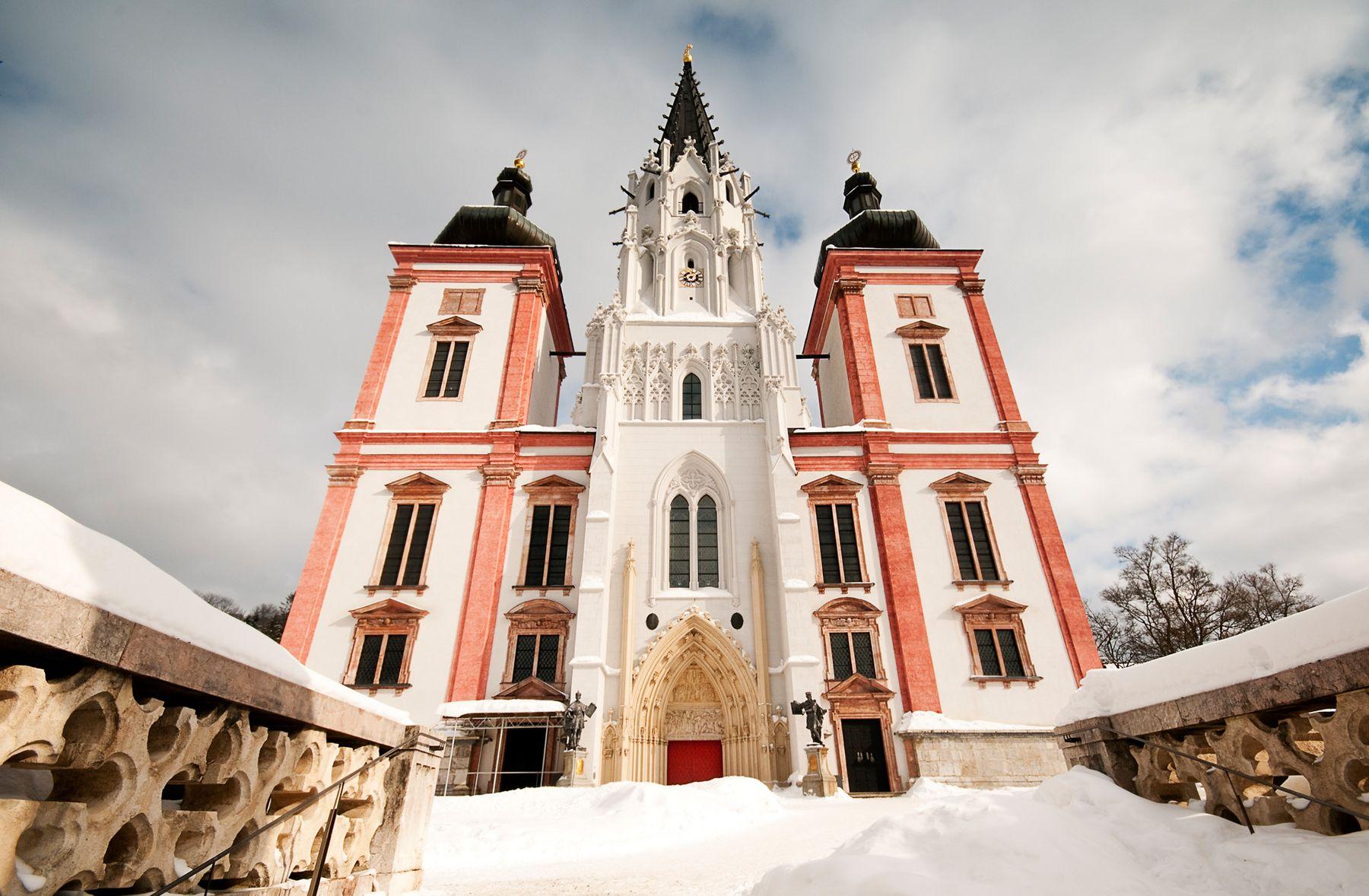 Schneetreiben im Wallfahrtsort Mariazell